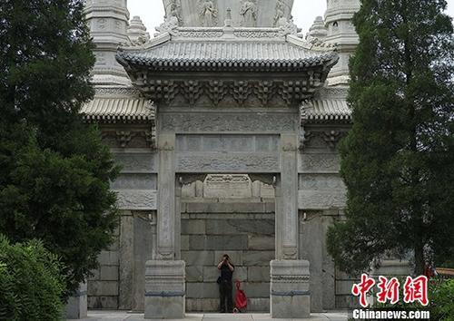 北京藏传佛教寺院西黄寺首次开放公众参观