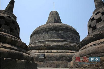 印尼默拉皮火山灰飘至婆罗浮屠佛寺 已覆盖整座佛塔