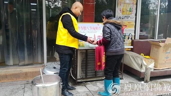 江西分宜静修寺腊八节看望环卫工人_分宜-静修-江西-佛教-分宜县