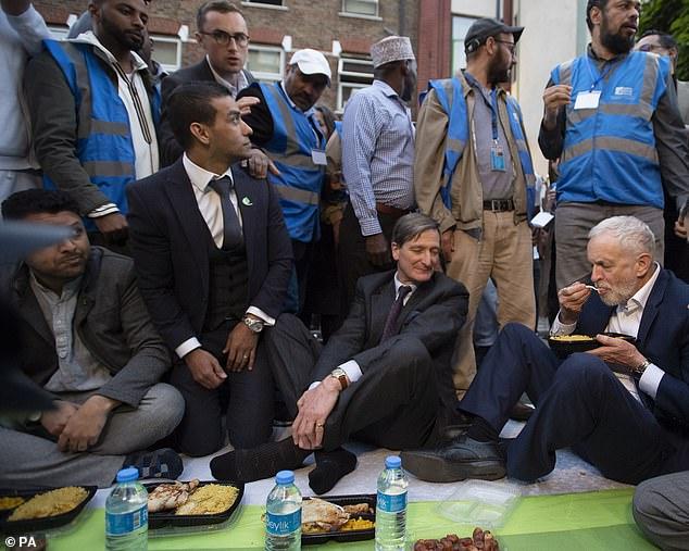 英国:工党党魁率众与穆斯林共同开斋_-科尔-格里-等人