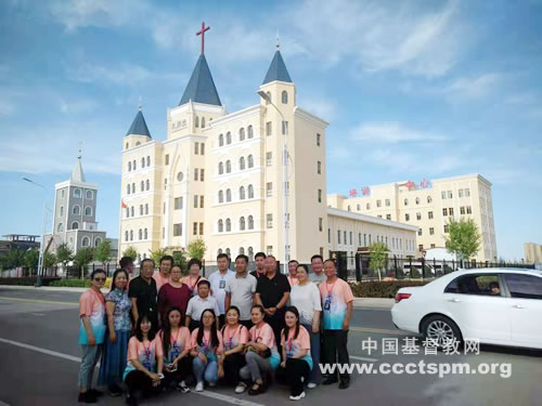 内蒙古圣经学校2014届大专班学生到访乌拉特前旗基督教会_乌拉特前旗-教会-内蒙古-圣经-内蒙古-服侍-牧师