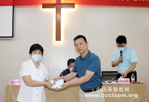 惠州市基督教两会举行新版《基督教教职人员证》颁发仪式暨2021年义工神学培训班开学礼_惠州市-牧师-教职-培训班-教职-培训班-神学